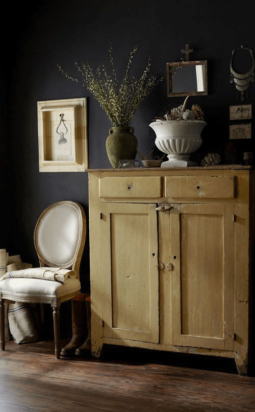 Up against aged, painted timbers in warm cream to yellow tones, Ombre Naturelle gains a more relaxed, farmhouse nature.