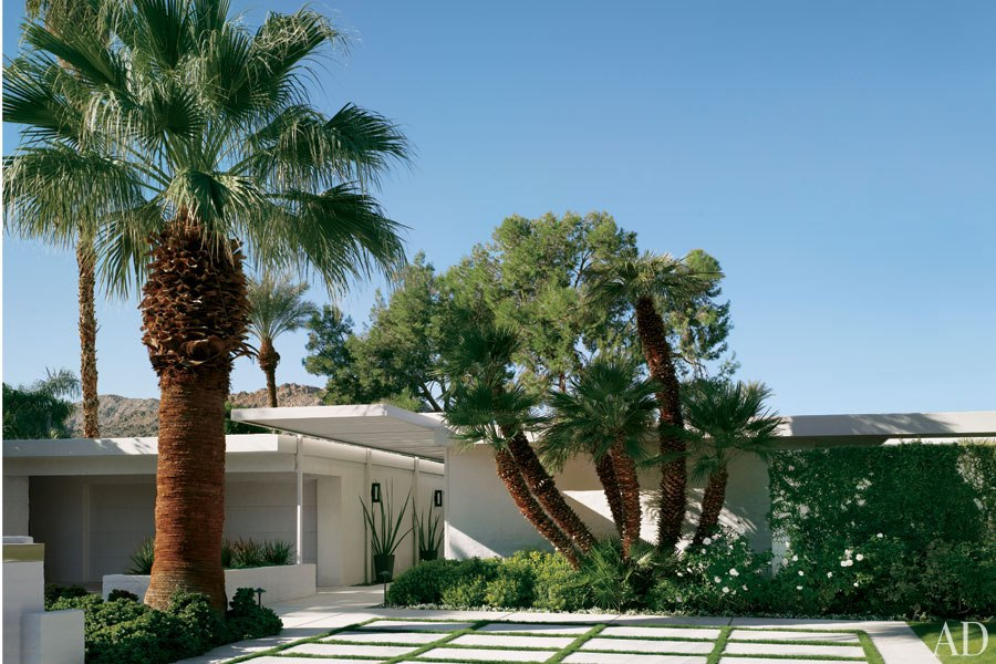 item1.rendition.slideshowHorizontal.emily-summers-palm-springs-home-02-exterior