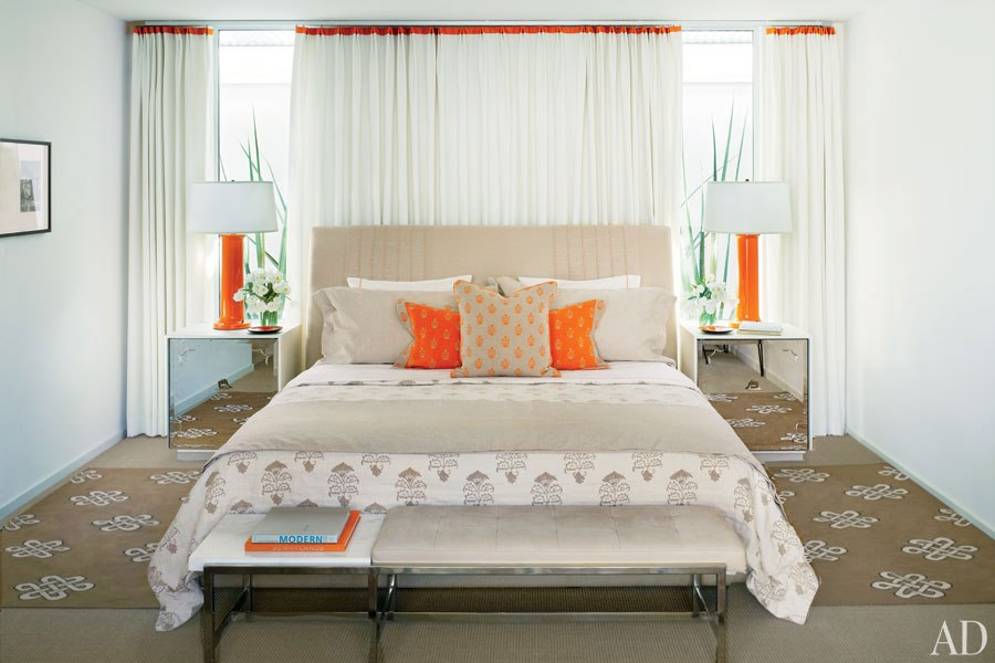 item10.rendition.slideshowHorizontal.emily-summers-palm-springs-home-11-guest-bedroom
