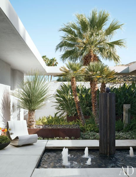 item12.rendition.slideshowVertical.emily-summers-palm-springs-home-13-courtyard