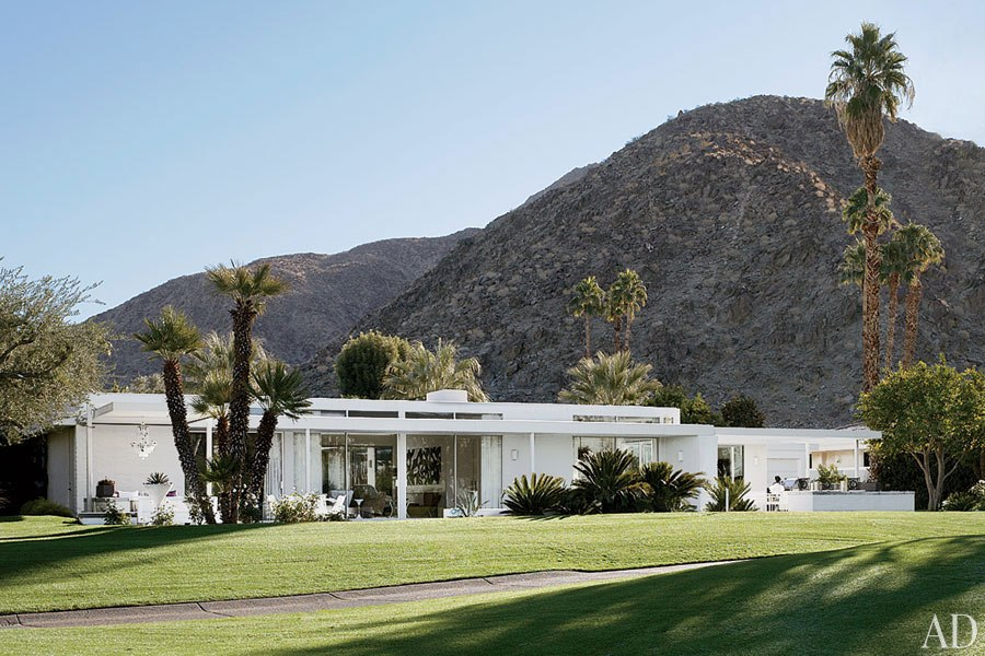 item2.rendition.slideshowHorizontal.emily-summers-palm-springs-home-03-exterior